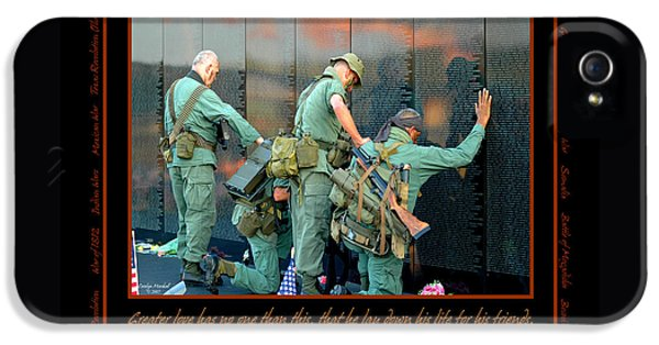 Veterans At Vietnam Wall IPhone 5 Case by Carolyn Marshall