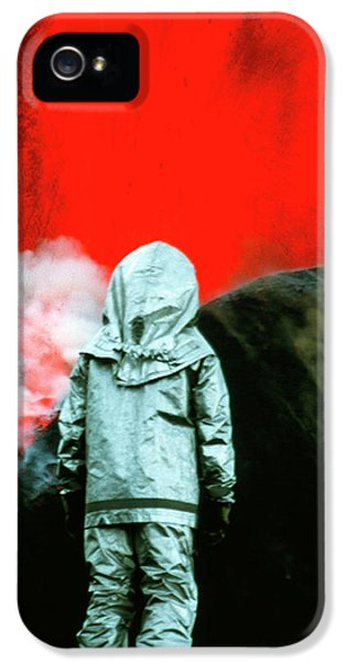 Etna iPhone 5 Case - Volcanologist By Mount Etna Eruption by Jeremy Bishop/science Photo Library