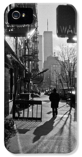 Walk Manhattan 1980s IPhone 5 Case by Gary Eason