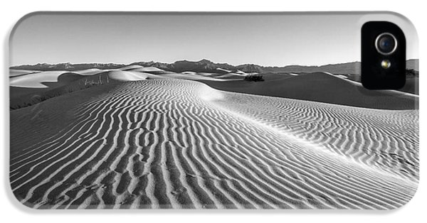 Waves In The Distance IPhone 5 Case by Jon Glaser