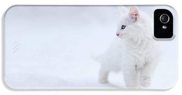 White As Snow IPhone 5 Case by Esm?e Prexus
