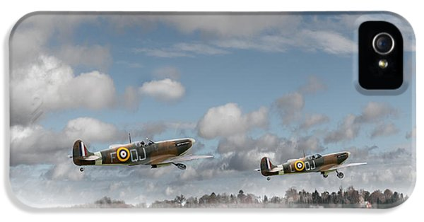 Winter Ops Spitfires IPhone 5 Case by Gary Eason