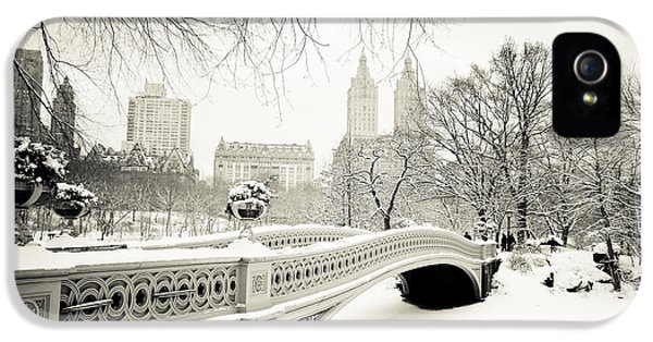 Great White Shark iPhone 5 Case - Winter's Touch - Bow Bridge - Central Park - New York City by Vivienne Gucwa