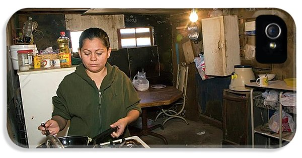 Woman Cooking In A Slum IPhone 5 Case