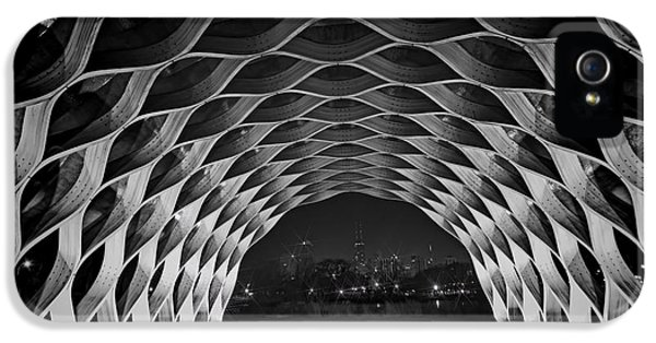 Hancock Building iPhone 5 Case - Wooden Archway With Chicago Skyline In Black And White by Sven Brogren