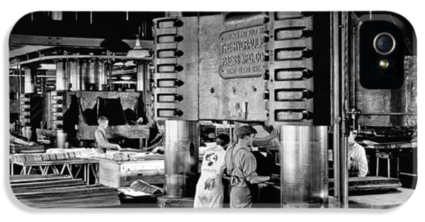 Wwii Aircraft Factory IPhone 5 Case by Underwood Archives