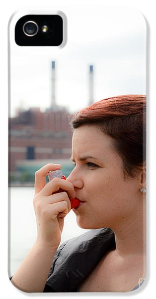Breathe iPhone 5 Case - Asthma by Photo Researchers