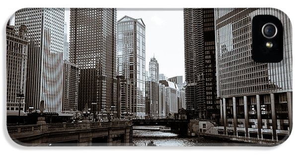Chicago River Downtown Buildings In Black And White IPhone 5 Case