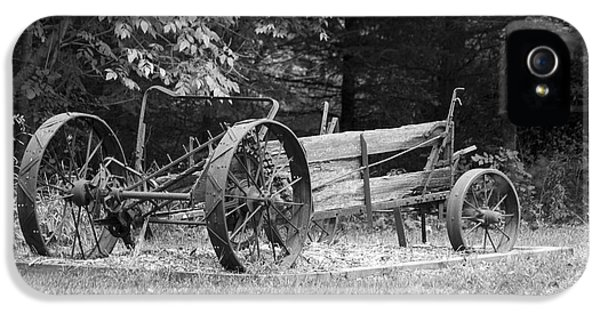 Decaying Wagon Black And White IPhone 5 Case