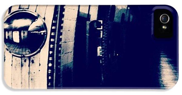 #london #londonpop #underground #bnw IPhone 5 Case
