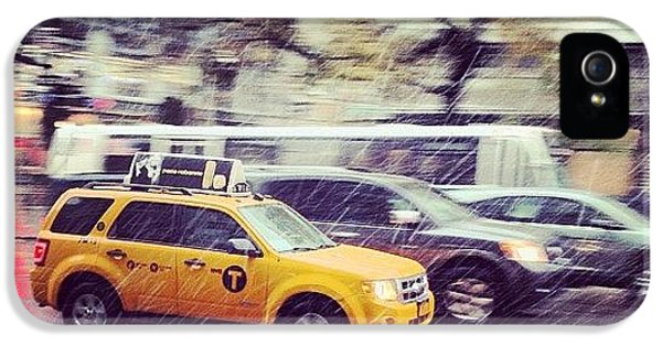City iPhone 5 Case - Snow In Nyc by Randy Lemoine