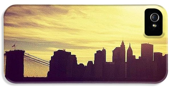 Sunset Over The New York City Skyline And The Brooklyn Bridge IPhone 5 Case