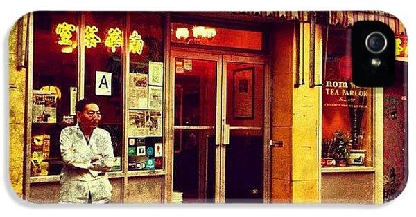 City iPhone 5 Case - Taking A Break In Chinatown by Luke Kingma