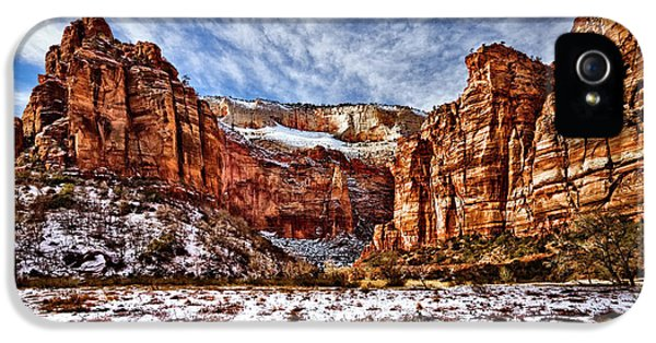 Zion Canyon In Utah IPhone 5 Case by Christopher Holmes