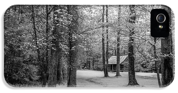 Cabin In Cades Cove IPhone 5 Case by Jon Glaser