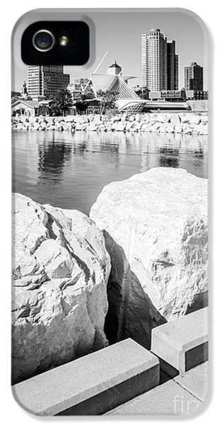 Milwaukee Skyline Black And White Picture IPhone 5 Case by Paul Velgos