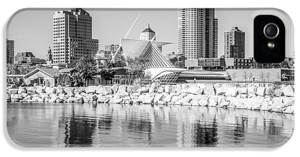 Milwaukee Skyline Photo In Black And White IPhone 5 Case by Paul Velgos