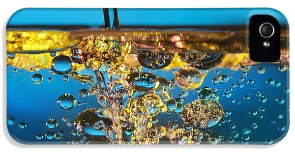 Water And Oil IPhone 5 / 5s Case by Setsiri Silapasuwanchai