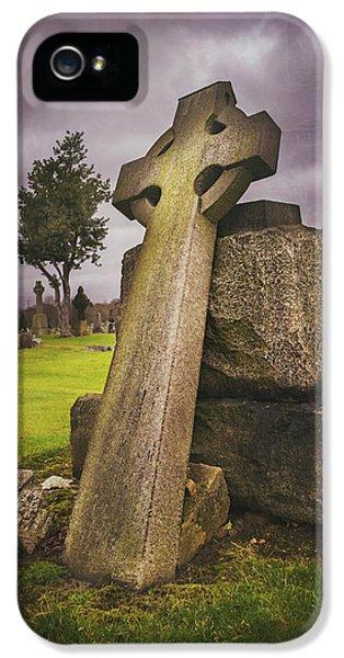A Celtic Cross In Glasgow Scotland IPhone 5 Case by Carol Japp