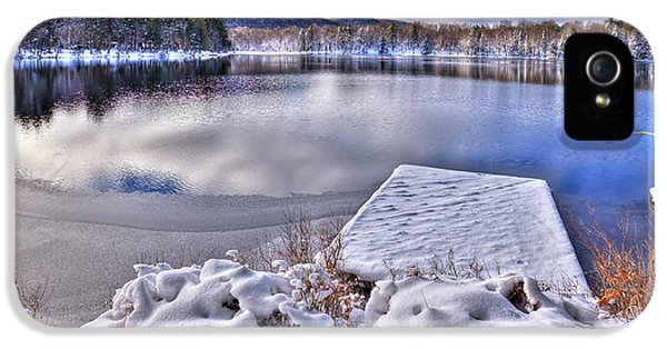 IPhone 5 Case featuring the photograph A Winter Day On West Lake by David Patterson