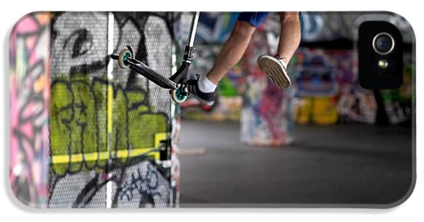 Airborne At Southbank IPhone 5 Case by Rona Black