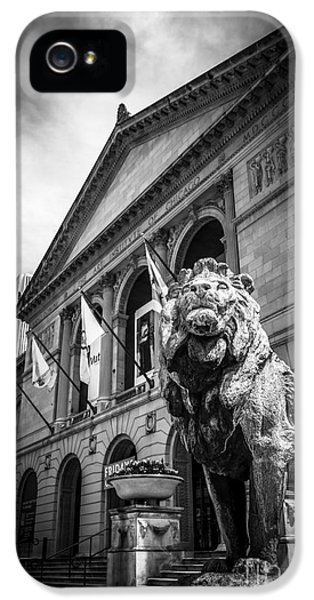 Art Institute Of Chicago Lion Statue In Black And White IPhone 5 Case by Paul Velgos