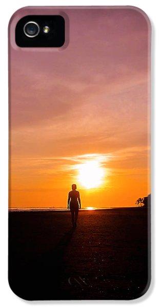Beach Sunset iPhone 5 Case - Sunset Walk by Nicklas Gustafsson