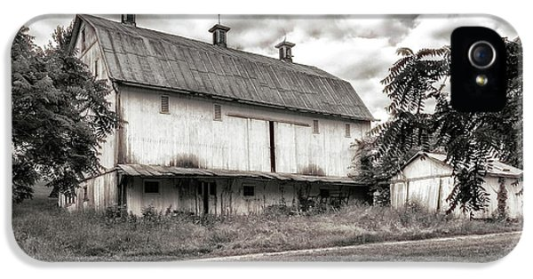 Barn In Black And White IPhone 5 Case by Tom Mc Nemar