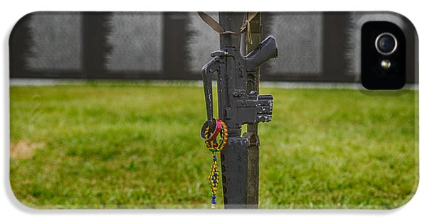 Battle Field Cross At The Traveling Wall IPhone 5 Case