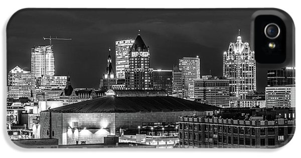 IPhone 5 Case featuring the photograph Brew City At Night by Randy Scherkenbach
