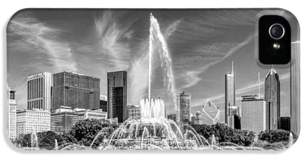 Buckingham Fountain Skyline Panorama Black And White IPhone 5 Case by Christopher Arndt