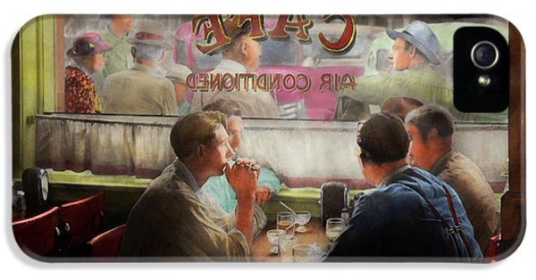 Cafe - Cold Drinks With Friends 1941 IPhone 5 Case
