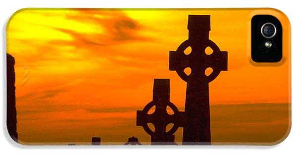 Celtic Crosses In Graveyard IPhone 5 Case