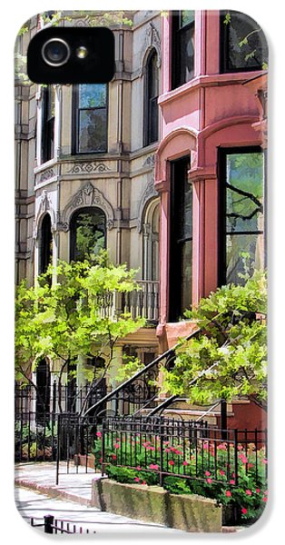 IPhone 5 Case featuring the painting Chicago North Shore Greystones by Christopher Arndt