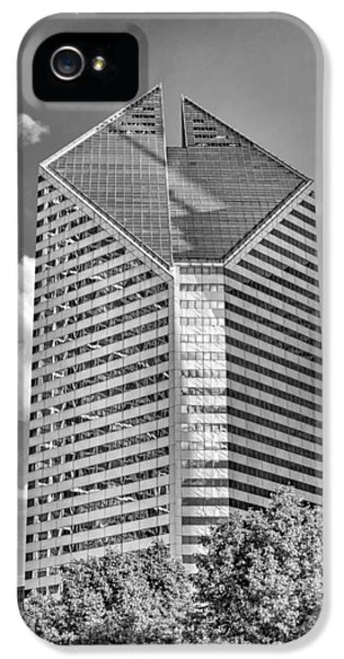 IPhone 5 Case featuring the photograph Chicago Smurfit-stone Building Black And White by Christopher Arndt