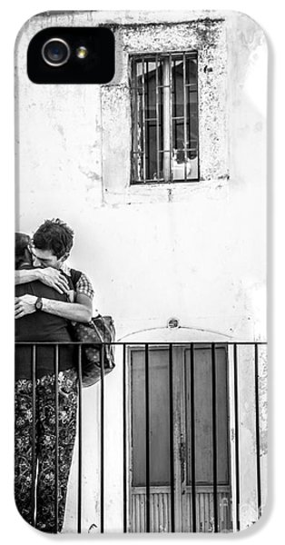 Couple Of Guys Hugging Leaning On A Railing - Black And White With Vignetting IPhone 5 Case
