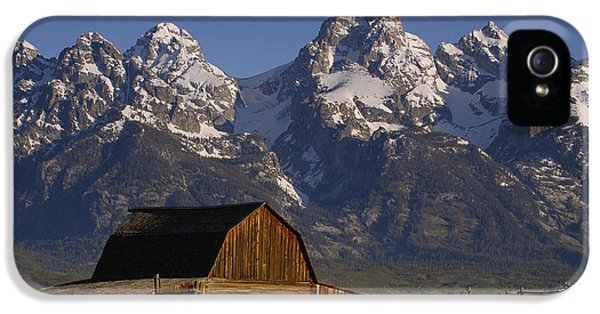 Mountain iPhone 5 Case - Cunningham Cabin In Front Of Grand by Pete Oxford