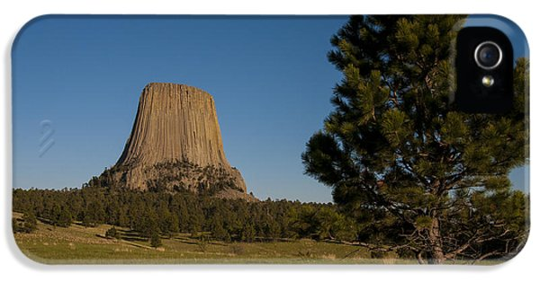 IPhone 5 Case featuring the photograph Devil's Tower by Gary Lengyel