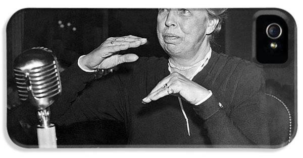 Eleanor Roosevelt At Hearing IPhone 5 Case by Underwood Archives