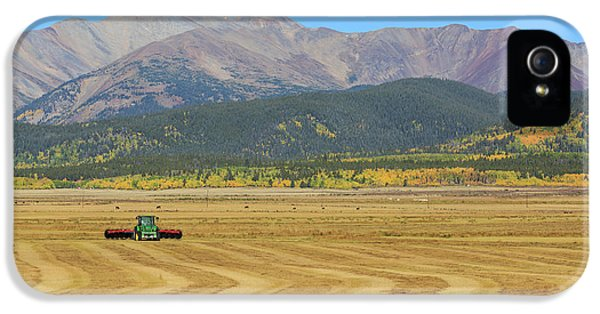 Farming In The Highlands IPhone 5 Case by David Chandler