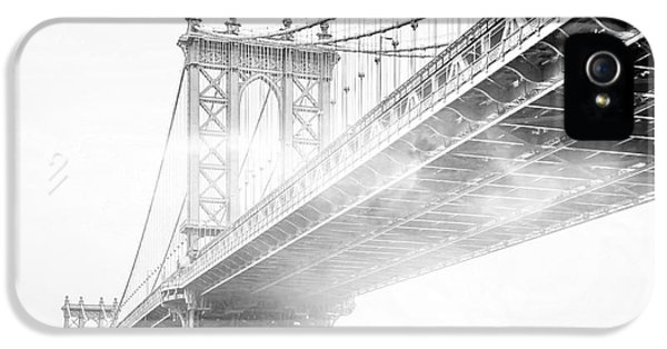 Fog Under The Manhattan Bw IPhone 5 Case by Az Jackson
