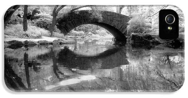 Gapstow Bridge Ir H IPhone 5 Case by Dave Beckerman
