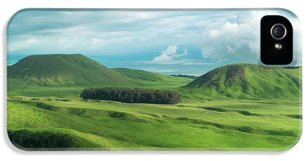Green Hills On The Big Island Of Hawaii IPhone 5 / 5s Case by Larry Marshall