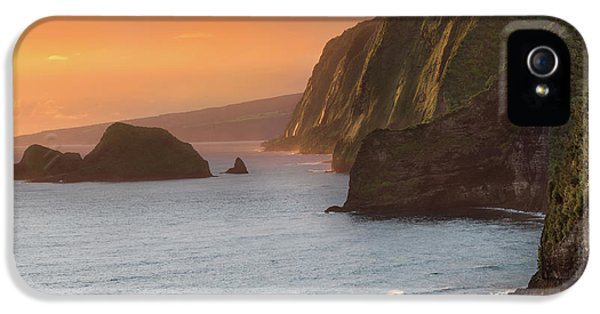 Pacific Ocean iPhone 5 Case - Hawaii Sunrise At The Pololu Valley Lookout 2 by Larry Marshall