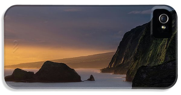 Pacific Ocean iPhone 5 Case - Hawaii Sunrise At The Pololu Valley Lookout by Larry Marshall