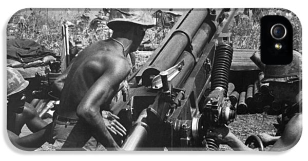 Howitzer Crew In Action IPhone 5 Case by Underwood Archives