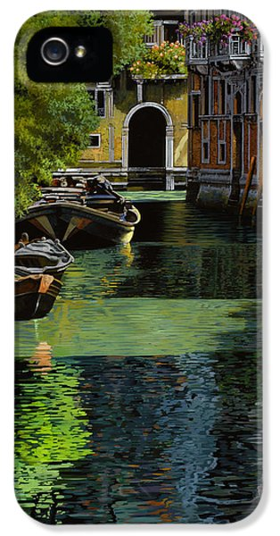 il palo rosso a Venezia IPhone 5 Case by Guido Borelli
