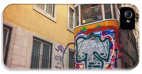 Lisbon's Lively Transport IPhone 5 Case