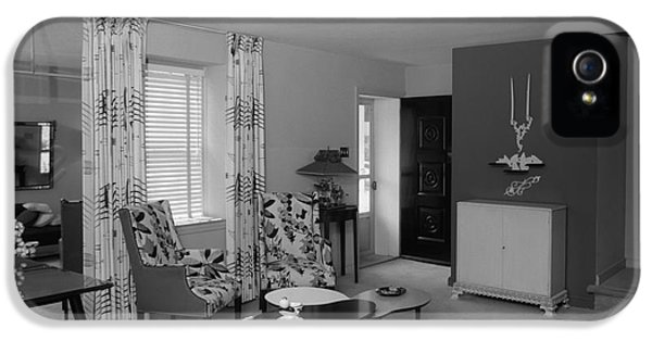 Living Room Interior, C.1950s IPhone 5 Case by H. Armstrong Roberts/ClassicStock