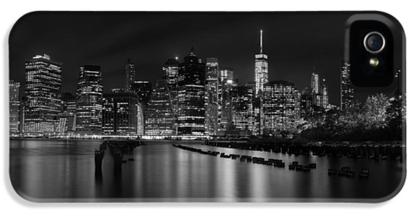 Manhattan At Night In Black And White IPhone 5 Case by Andres Leon